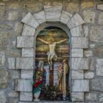 Santuario della Madonna delle Grazie finestra esterna con crocifissione
