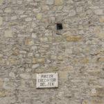 Torre civica con targa