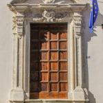 Chiesa di San Giuseppe portale con bandiere