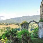 scorcio-del panorama con arco antico