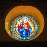 Santuario della Madonna delle Grazie vetrata decorata con il cristo
